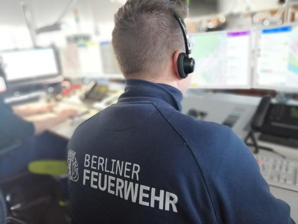 Ausbildung bei der Leitstelle – Die Jugendfeuerwehr zu Gast in Berlin